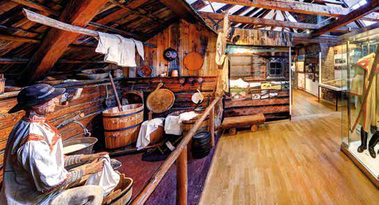 Podkrovie múzea patrí tradíciám zo severného Slovenska a ukážkam života v horách.